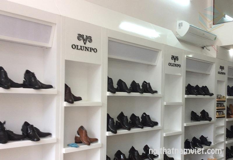thi công shop trưng bày giày dép