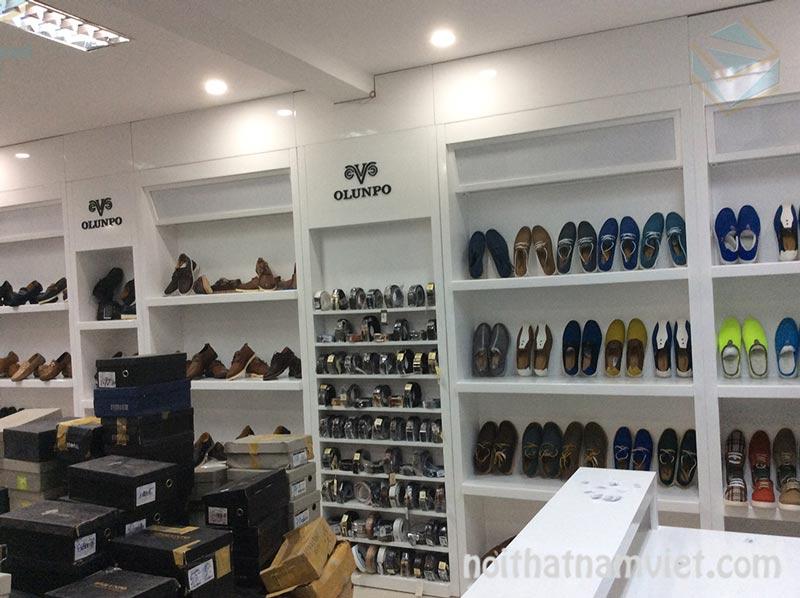 thi công cửa hàng giày dép