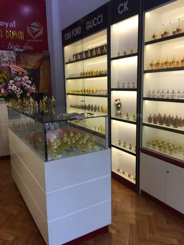 thiết kế Kệ trưng bày shop nước hoa
