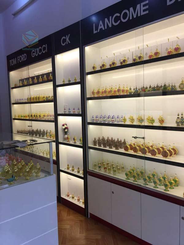 tủ trưng bày shop nước hoa