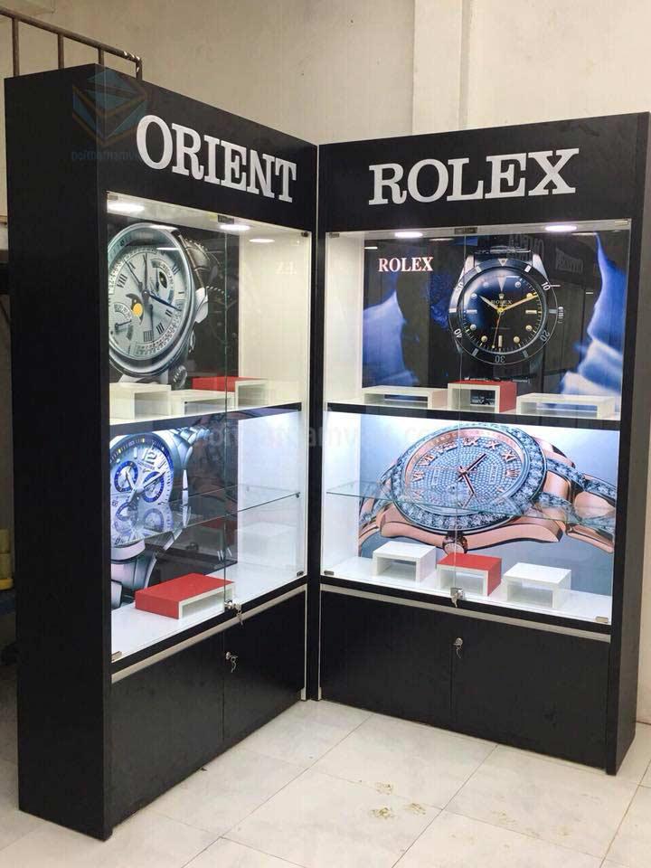 Thi công tủ trưng bày shop đồng hồ ở TpHCM