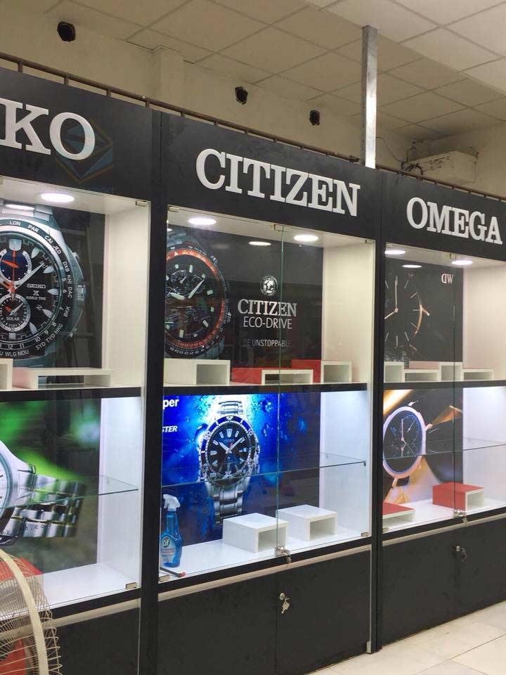 tủ kệ trưng bày shop đồng hồ ở TpHCM