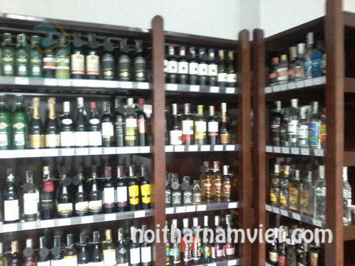 kệ trưng bày cửa hàng bán rượu vang