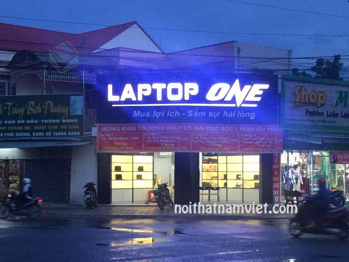 thiết kế cửa hàng laptop