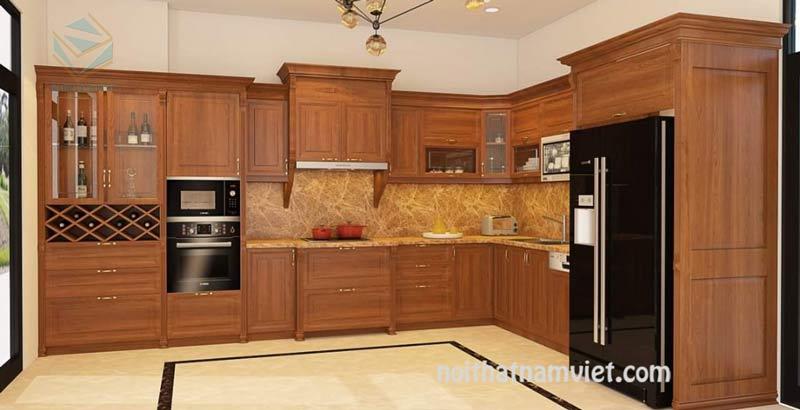 Mẫu tủ bếp gỗ gõ đỏ màu vân gỗ kết hợp tủ rượu có khung tủ lạnh
