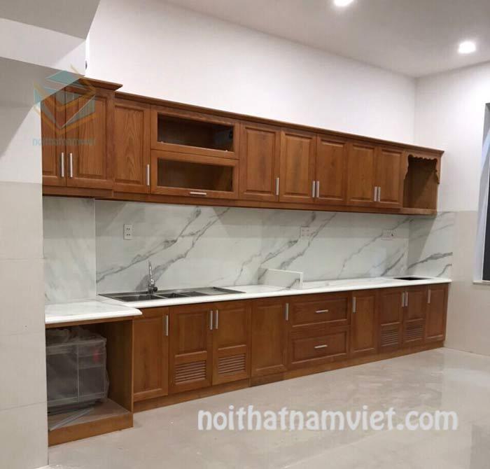 Mẫu tủ bếp gỗ gõ đỏ tự nhiên hình chữ I đẹp