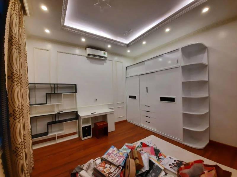 Mẫu tủ quần áo gỗ Acrylic công nghiệp màu trắng